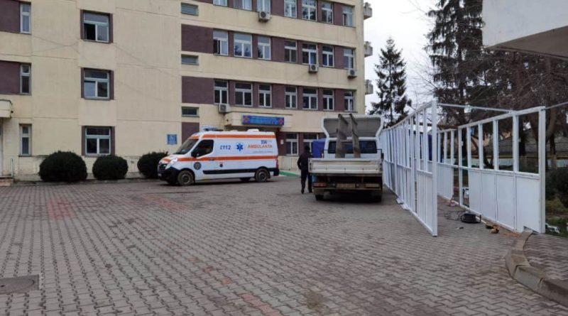Doi bărbați din Pașcani s-au înjunghiat în apropiere de sediul Poliției Pașcani!